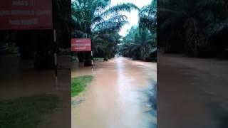 banjir segamat... pajero... truck boys...