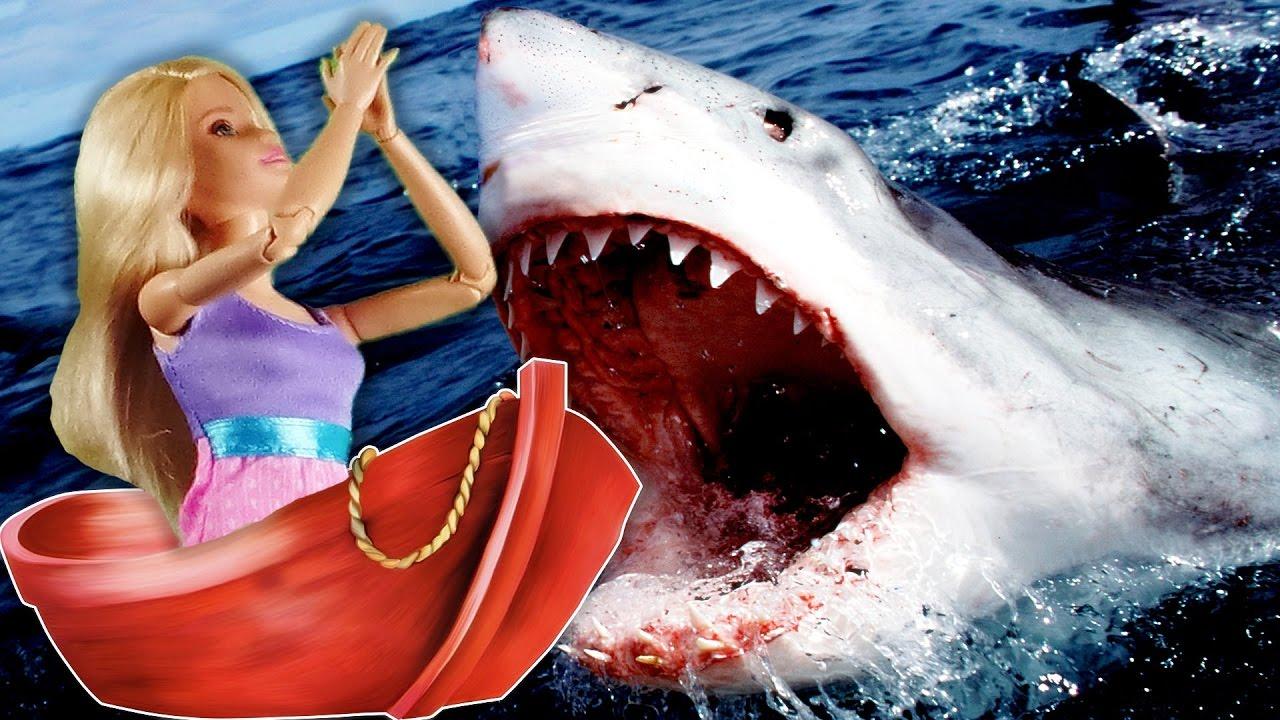 Барби и Кен нападение акул! Видео с куклами! Мультик для ...