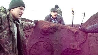 Фрагменты танка Т-34 в сбросовой яме.