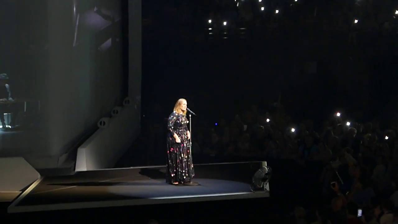 "Adele ""Make You Feel My Love"" (Bob Dylan cover) TD Garden, Boston, 09/15/16"