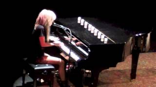 "LIGHTS ""Drive My Soul"" LIVE (Siberia Acoustic Tour) - Toronto, ON - Wintergarden Theatre"
