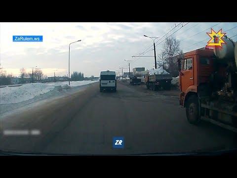 В Чебоксарах произошло ДТП с участием маршрутки и фуры.