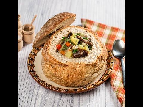 Supă de ciuperci servită în pâine