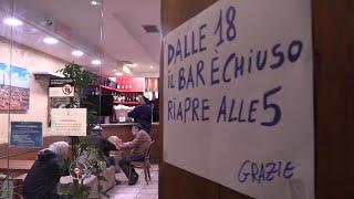La protesta dei gestori dei locali a Bologna: