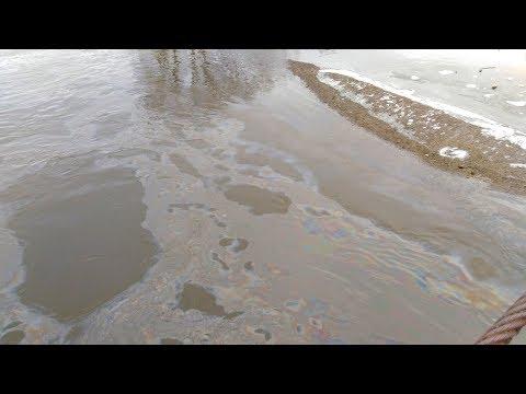 На Урале в реку попали нефтепродукты