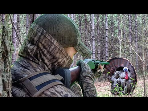 INTENSE Turkey Hunt. How To Kill A Henned Up Gobbler.