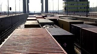 timeplapse sluis Containerschip MEJANA | Binnenvaart