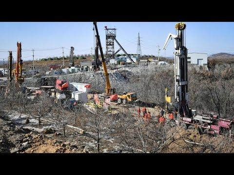 الصين: إنقاذ 11 عامل منجم من مجموعة عالقة تحت الأرض منذ أسبوعين بشرق البلاد