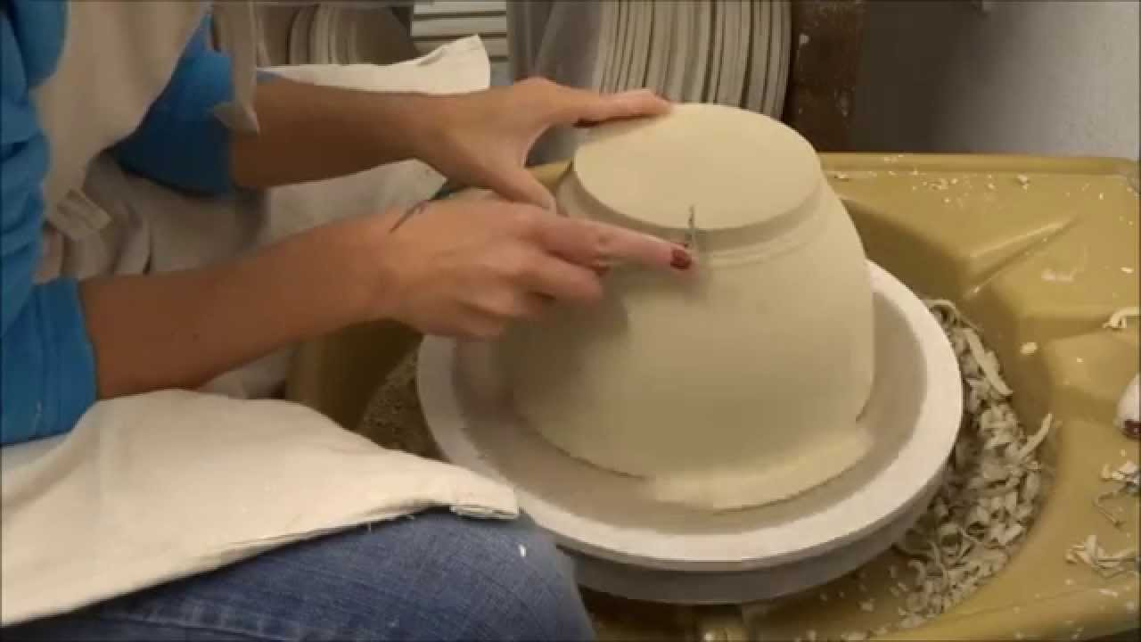 tournasage d 39 un saladier les petites porcelaines youtube. Black Bedroom Furniture Sets. Home Design Ideas