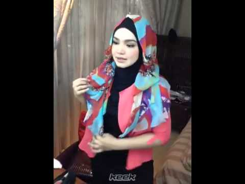 Rindu Ya Amat, Hamzah Cium Gambar Abam di Skrin Telefon. Ini Kisah Hamzah Selepas Kehilangan Bapanya from YouTube · Duration:  7 minutes 13 seconds