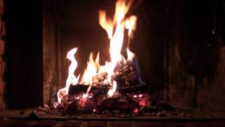 Romantic Christmas Fireplace - Perfect Burning u0026 Crackling Logs (Full HD 1080p with sound)