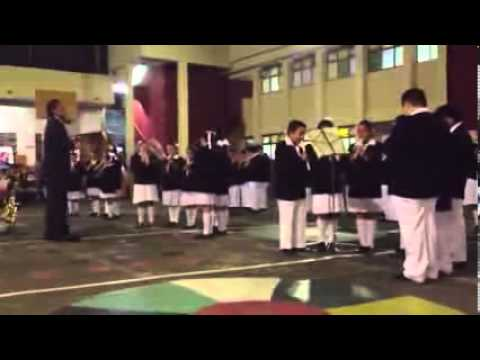 Tocando la flauta - 1 8