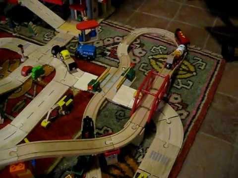 Pista di trenino di legno brio e stazione plan city youtube - Trenino di legno ikea ...