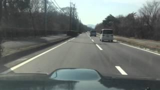 逆走する車