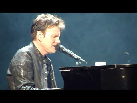 COREY HART Piano Man / Honesty 03/06/2014 Montreal (Billy Joel covers)