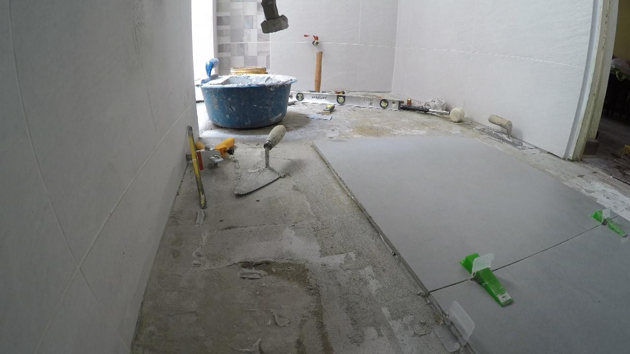 C mo instalar piso de porcelanato o may lica youtube - Sacar escuadra para colocar piso ...