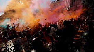 Los Mossos cargan contra manifestantes independentistas
