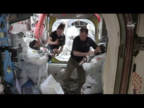 """Aktiviti luar stesen perjalanan angkasa """"spacewalk"""" US EVA-54 di ISS (8 April 2019)"""
