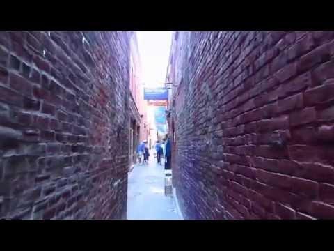 Fan Tan Alley - World's most Narrow Merchant Street
