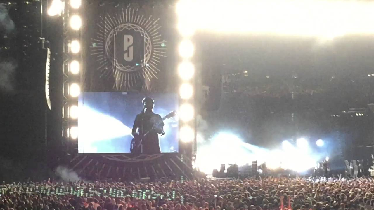 pearl jam rearviewmirror wrigley field 22 ago 2016 chicago youtube. Black Bedroom Furniture Sets. Home Design Ideas