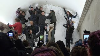 Wooster Students Fill The Arch! thumbnail