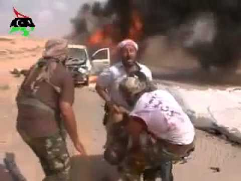 The moment of death of one of the leaders of the rebels Misurata
