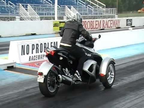 can am spyder leaves dodge hemi with slicks in 1/4 mile drag race