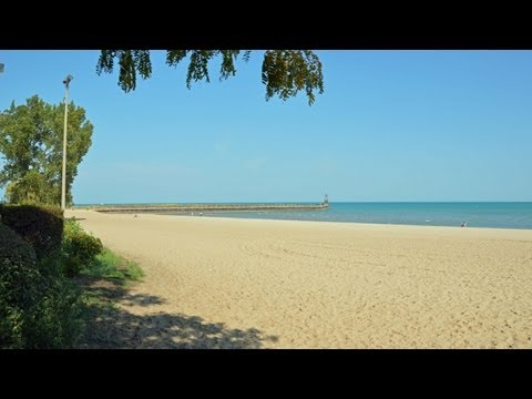 East Rogers Park apartments close to the Loyola campus and the beach