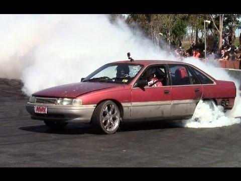 SICK HSV MANTA Spitting Flames and VN Calais V8 Burnout Comp