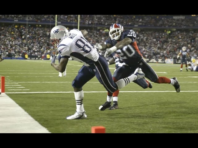 randy-moss-scores-4-touchdowns-in-one-half-nfl-flashback-highlights