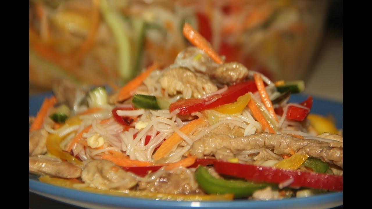 Салат из фунчозы с мясом и овощами / праздничная закуска