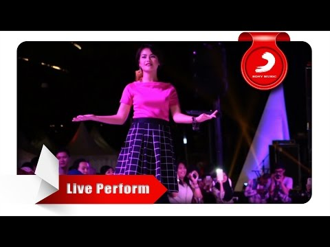 Cover Lagu Mytha - Aku Cuma Punya Hati Live Perform At Central Park
