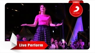 Mytha Aku Cuma Punya Hati Live Perform At Central Park