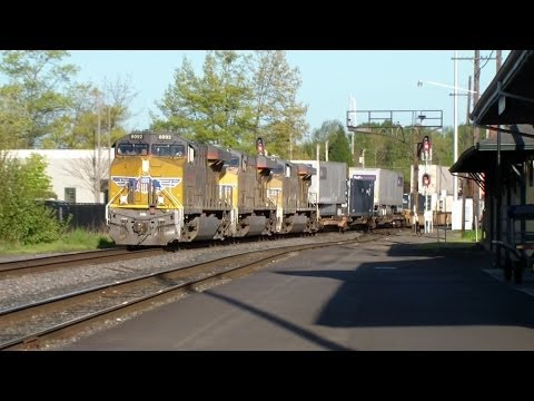 Fast Highball UP ~ Union Pacific Container Freight Train ~ Eugene Oregon 4/13/14 ~