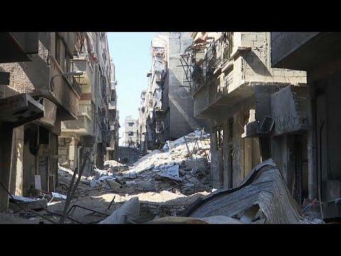 شاهد: مخيم اليرموك.. شوارع خالية وأبنية سويت بالأرض  - نشر قبل 38 دقيقة