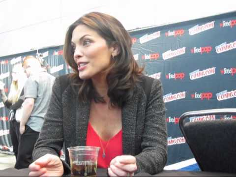 Alana de la Garza Talks FOREVER at NYCC