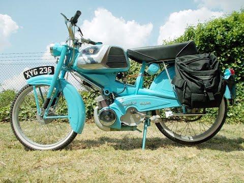 """Mobylette AV78 Speciale """"Oiseau Bleu""""."""