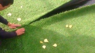 Стыковка рулонов искусственного газона и склеивание(Работы по монтажу травяного покрытия для футбольного поля. Работы по монтажу под ключ на территории все..., 2016-03-13T10:21:16.000Z)