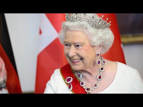 Queen Elizabeth's Most Insane Job Perks | Vanity Fair