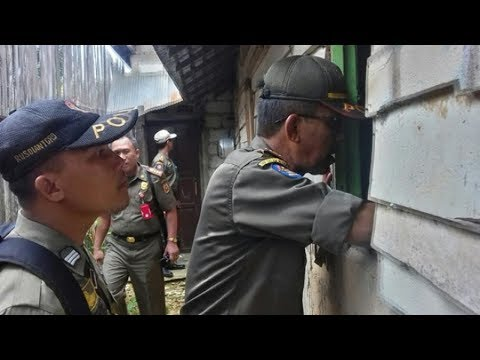 Puluhan Anggota Satpol PP Dibantu Anggota Polri dan TNI Kembali Razia Eks Lokalisasi Pembatuan