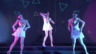 また、Perfumeが2013年夏に開催して、本作に収録されたワールド・ツアーについても記述する。 2013年夏に行われたツアー『Perfume WORLD TOUR 2nd』から、ロンドン ...