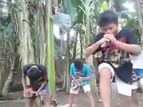 Video Lucu Bocah Metal Konser Di Kebon