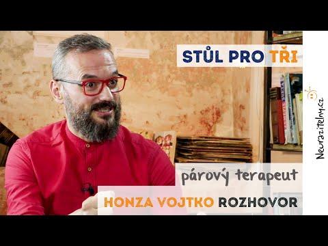 Honza Vojtko - Můžeme milovat víc lidí najednou, chemii nepřekecáš | Neurazitelny.cz | Stůl pro tři