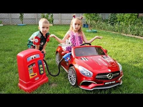 Funny kids Melissa and Arthur ride on power wheels / The car ran out of petrol Arthur helps the Girl