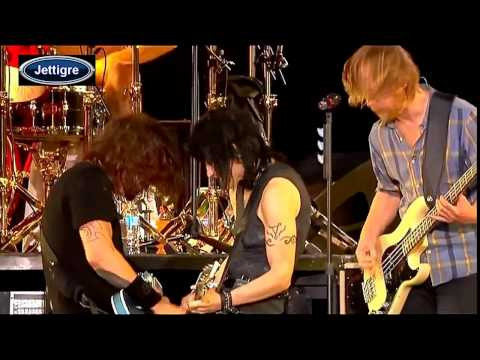 Joan Jett & The Foo Fighters - Bad Reputaion & I Love Rock N Roll HD