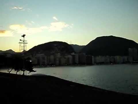 музыка из известных песен. Скачать Поль Мориа (Paul Mauriat) - Copacabana (Копакаба́на - один из самых известных районов Рио-де-Жанейро. Естественной его границей служит знаменитый четырёхкилометровый пляж, по набережной которого проходит авеню Авенида Ат