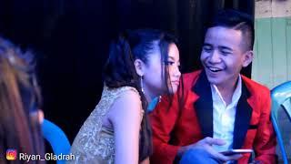 Romantisnya Harnawa Rahma Anggara ketika saling bertemu di atas panggung