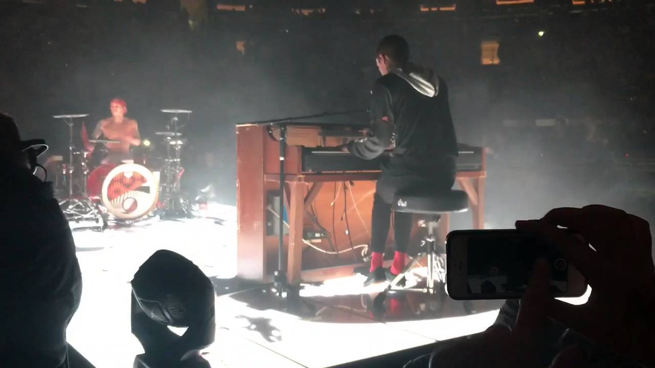 Twenty One Pilots Kitchen Sink Ft Zach Joseph Live At Madison Square Garden Night 2 8 11 16 Youtube