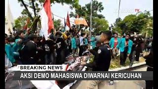 Demo Mahasiswa di Solo Diwarnai Kericuhan, Mahasiswa Berupaya Menembus Barikade