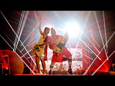 DNCE - Body Moves (Radio 1's Teen Awards 2016)